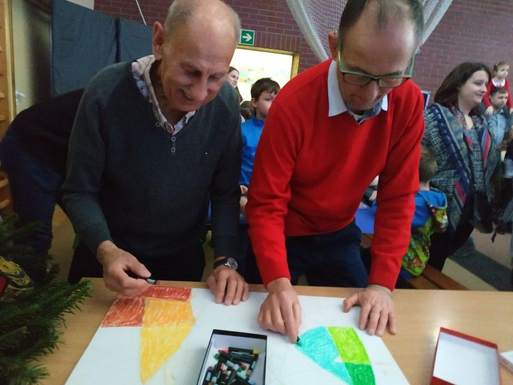 Mieszkańcy rysują swój konkursowy obraz