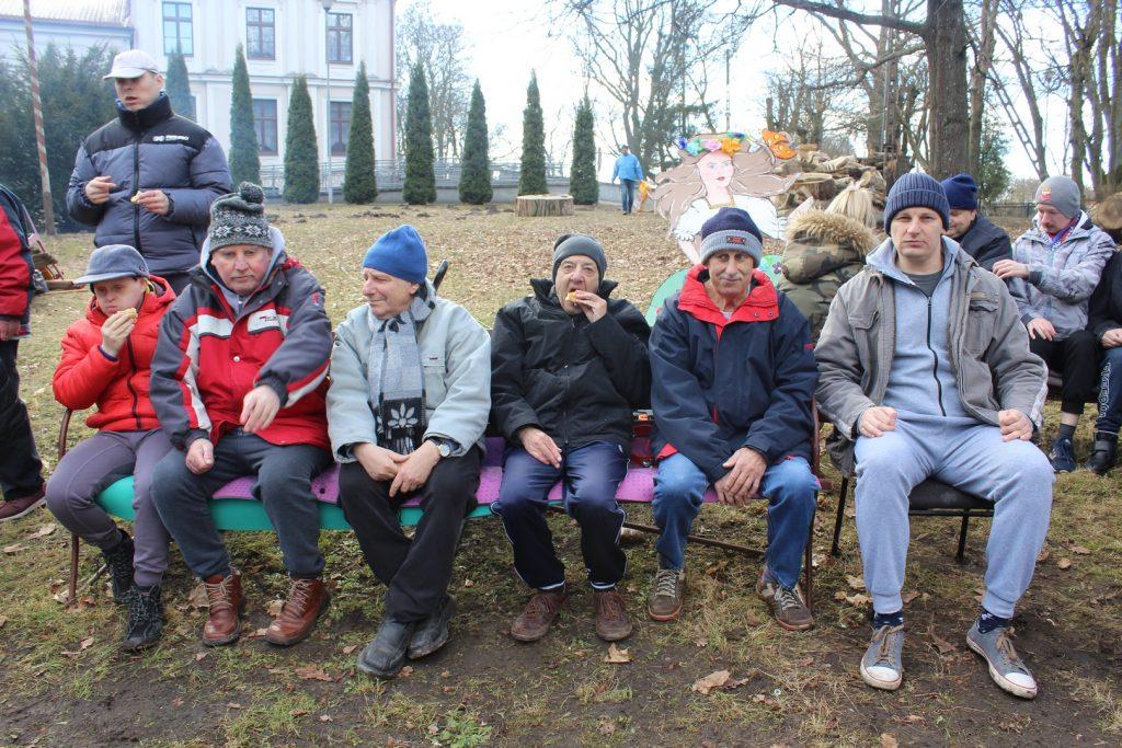 Mieszkańcy siedzący
